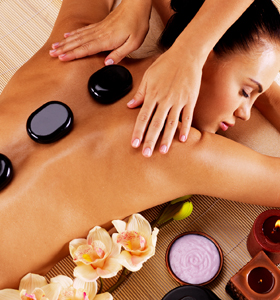 hot stone-massage, warme handen